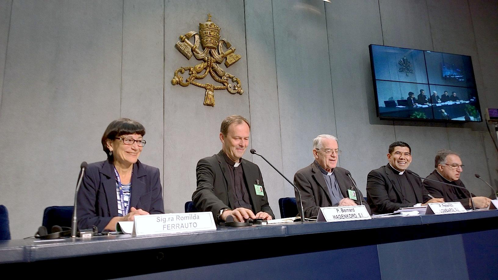 Briefing in the Vatican pressroom - Father Bernad Hagenkord S.I - 12 Octobre 2015