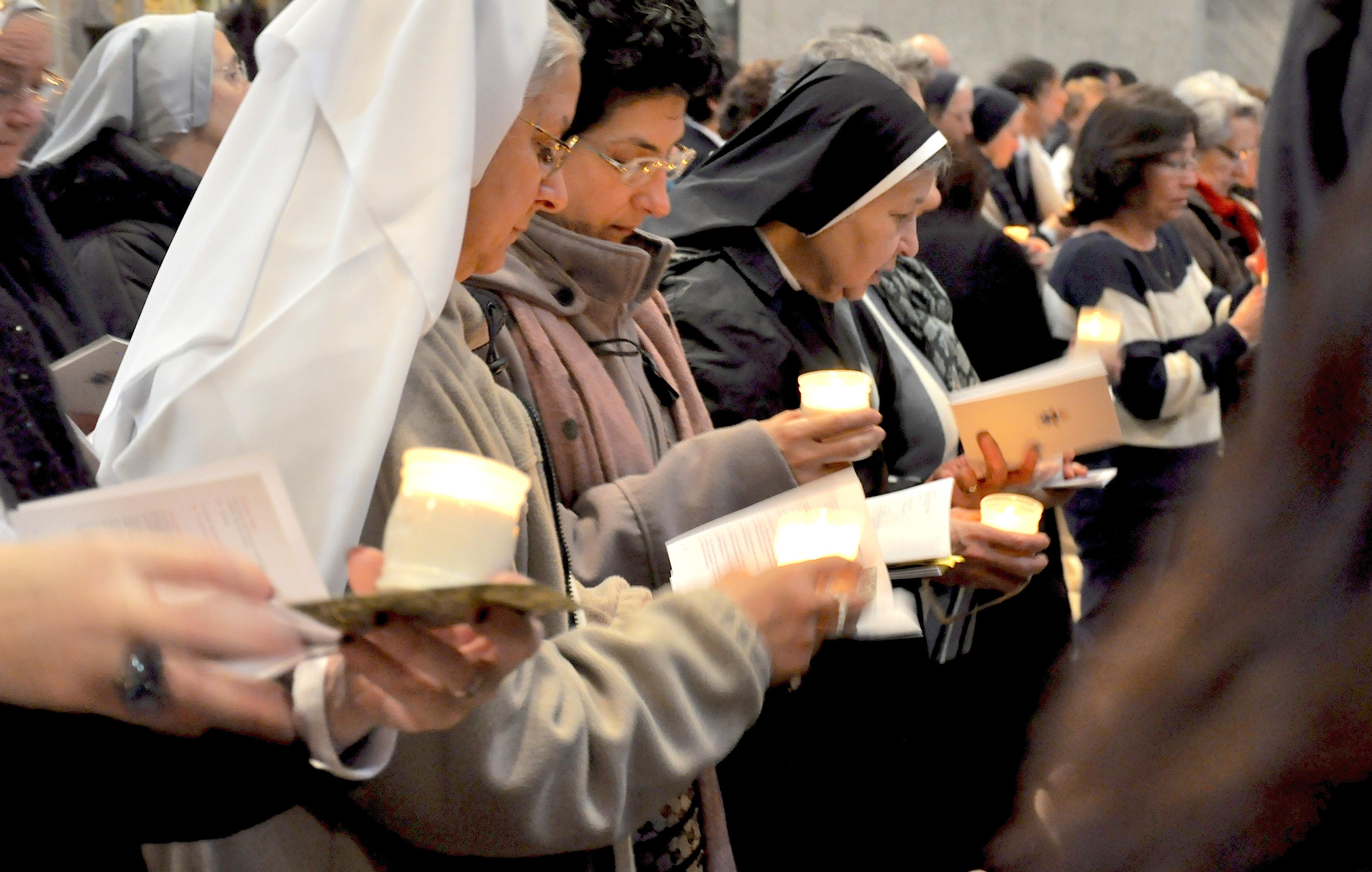 Nuns praying in Saint Peter basilic February 2012