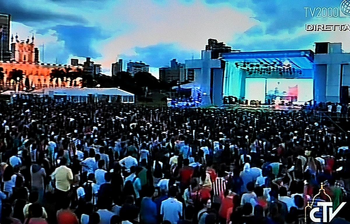 Pope Francis meets youth at Asunción del Paraguay